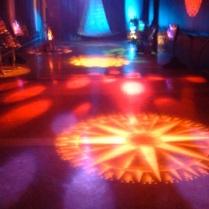 Installation sonore et lumineuse en collaboration avec François Doyon. Réseau, Centre de musique canadienne et Patrimoine Canada. Présentée dans le cadre du Festival Akousma 2005 au Monument national. Merci au Conseil des Arts du Canada ainsi qu'au Conseil des Arts et des Lettres du Québec.