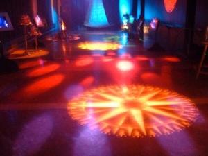 Installation sonore et lumineuse en collaboration avec François Doyon. Réseau, Centre de musique canadienne et Patrimoine Canada.  Présenté dans le cadre du Festival Akousma 2005 au Monument national.  Merci au Conseil des Arts du Canada ainsi qu'au Conseil des Arts et des Lettres du Québec.